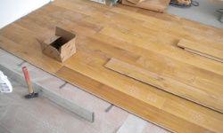 Holzdielen-Bügelmontage