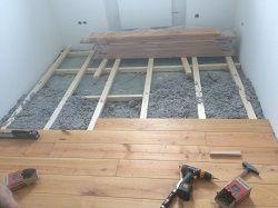 Holzdielen - Untergrund mit Kreuzlattung