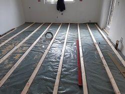 Unterkonstruktion - Lagerholzaufbau für einen Massivholz-Fußboden