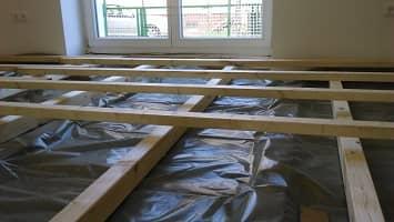 Untergrund für Holzdielen mit Lagerholz auf Doppel T-Trägern