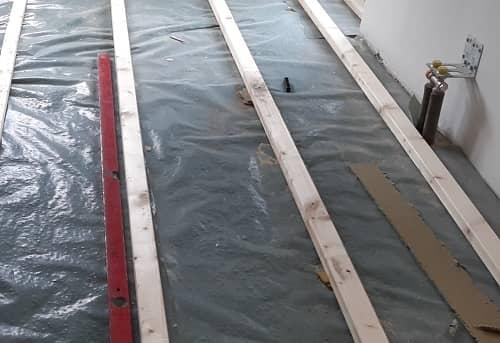 Einfachlattung: ausgerichtete Unterkonstruktion - Lagerholzaufbau für Holzdielen